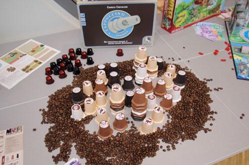 luchtig speelplezier met koffiebekers