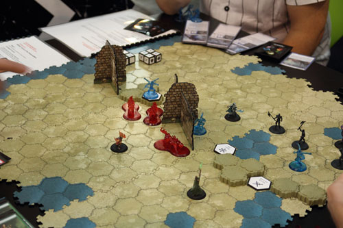 een prototype van dit spel (dat doet denken aan Heroscape)