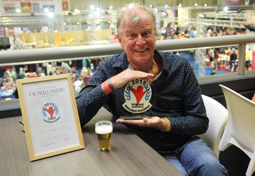 Michael is blij met de prijs